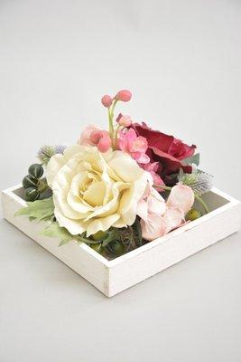 Landelijk tafelstukje, wit-roze