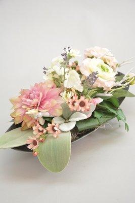 Langwerpig tafelstuk, wit-roze