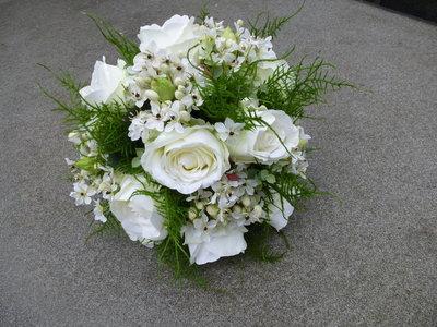 Bruidsboeket wit biedermeier