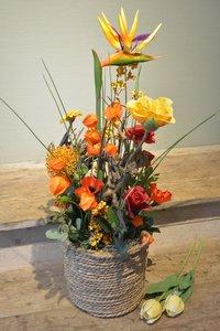 Vrolijke bloemenmand